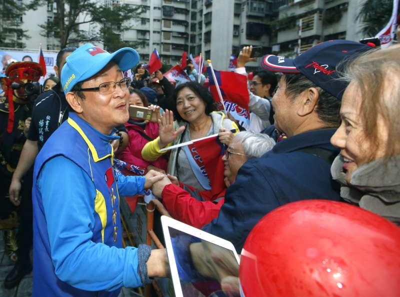 林郁方(左)4年前雖然落選,但耕耘地方不輟。(郭晉瑋攝)