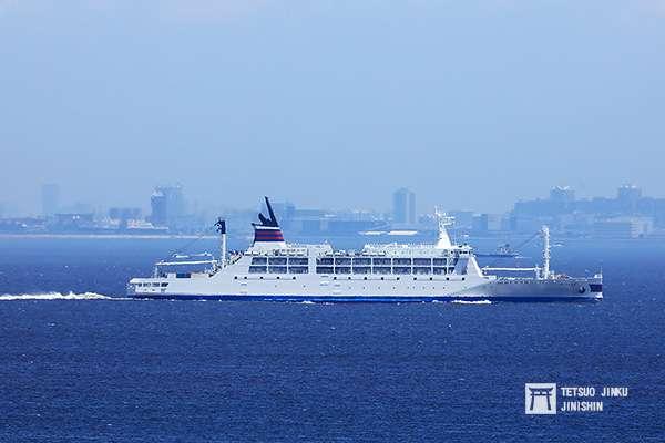 行駛於東京到小笠原群島的小笠原丸,是近年相當夯的連絡船之一。圖/想想論壇