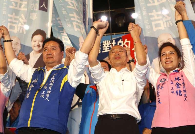 韓國瑜(中)為支持度暫居第3的林金結(左一)站台輔選。(郭晉瑋攝)