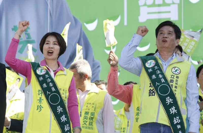 爭取連任的綠委吳琪銘(右)少有問政表現,年輕選民的投票意向恐成選情隱憂。(郭晉瑋攝)