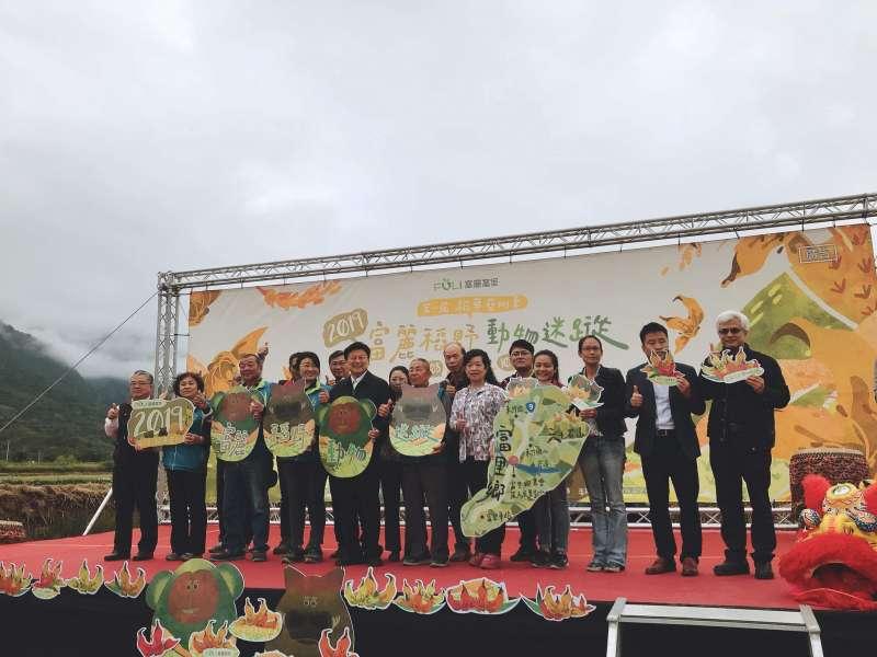 第一屆稻草藝術季在富里盛大開幕 農會總幹事張素華敬邀多位長官前來(圖片來源:光明頂)