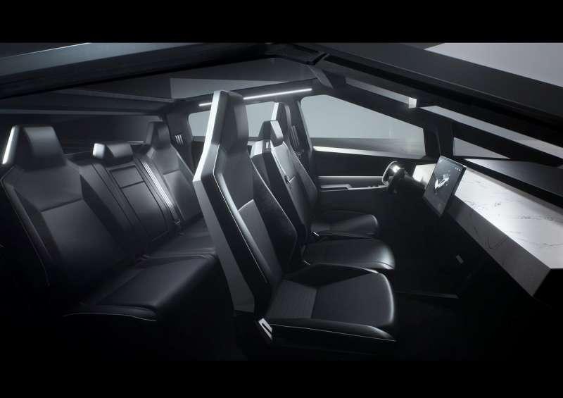 Cybertruck的車艙採六人座配置,內裝鋪陳也同樣具有科技感。(圖/車訊網)