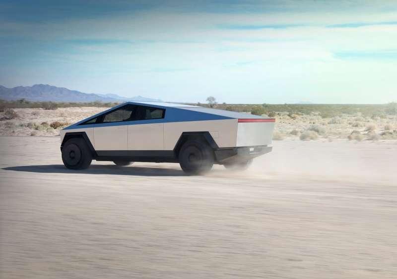 目前擁有三種動力規格,三馬達四驅版本可在2.9秒加速破60英哩。(圖/車訊網)