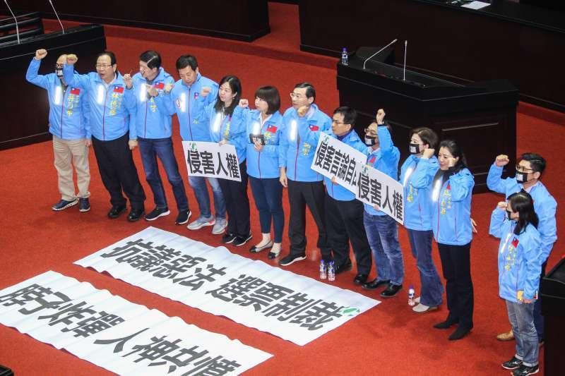 20191231-立法院9屆8會期15次會議對「反滲透法」三讀通過,國民黨團表達抗議。(蔡親傑攝)