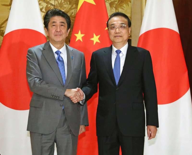 中日關係,日本首相安倍晉三與中國國務院總理李克強。(美聯社)
