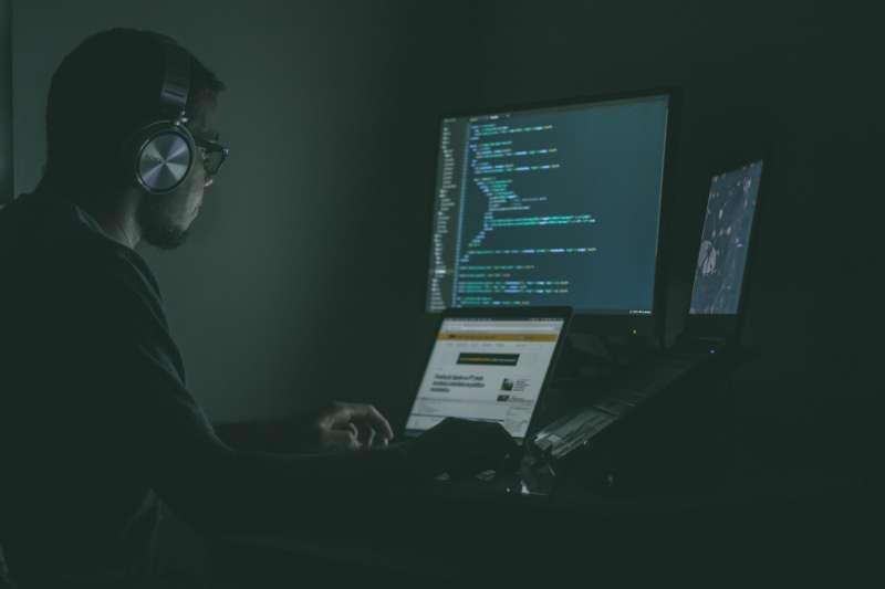 示意圖。疑似來自中國的「雲端跳躍」(Cloud Hopper)駭客行動,潛入美國多家雲端供應商竊走無數企業的敏感數據。(Jefferson Santos@Unsplash)