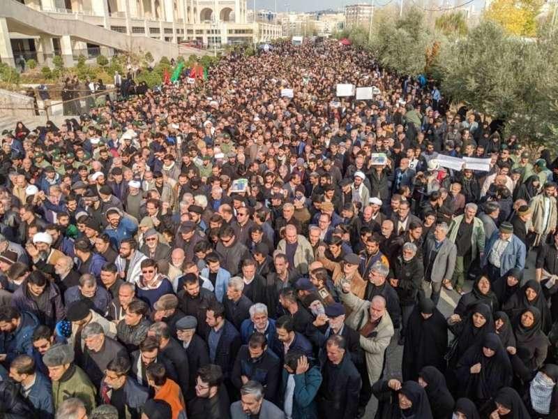 2020年1月3日,伊朗特種部隊司令蘇萊曼尼遭美軍擊殺,伊朗民眾舉行大規模反美示威。(AP)