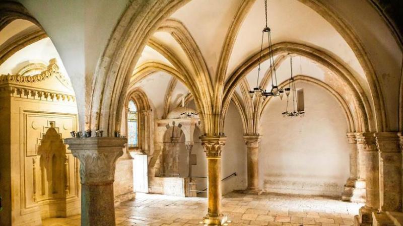20200103-耶路撒冷錫安山大衛墓裡的晚餐廳(Cenacle),據傳是最後的晚餐、五旬節事件的發生地。(作者提供,取自cenaclemission.com)
