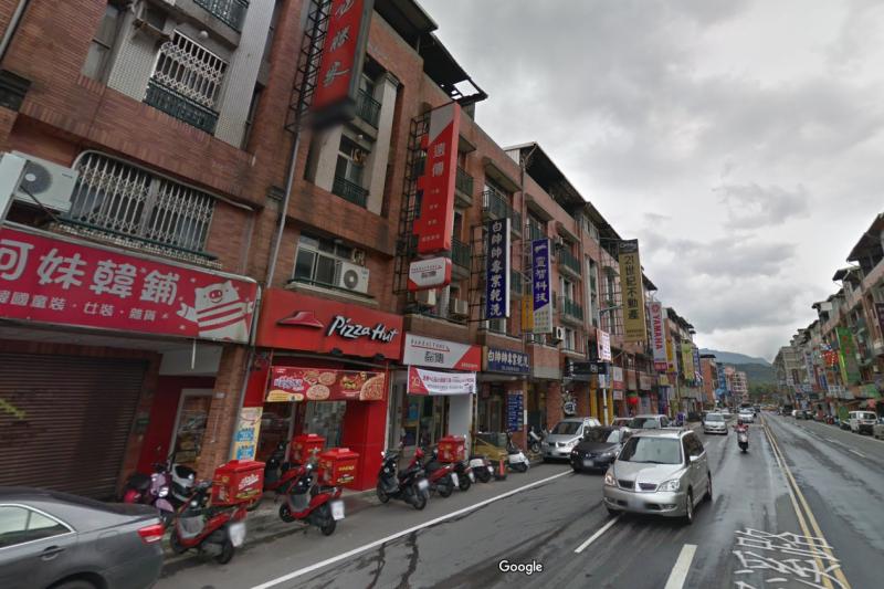 新豐街與愛買商圈結合,生活機能優良。(圖/取自Google街景)