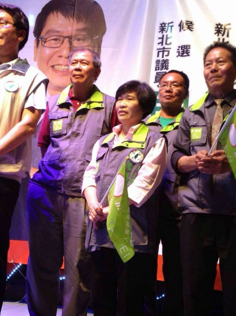 20200105-民進黨在汐止地區基層的重量人士潘美華(中),生前出錢出力替多位參選的民進黨人奔走過。(民進黨人士提供)