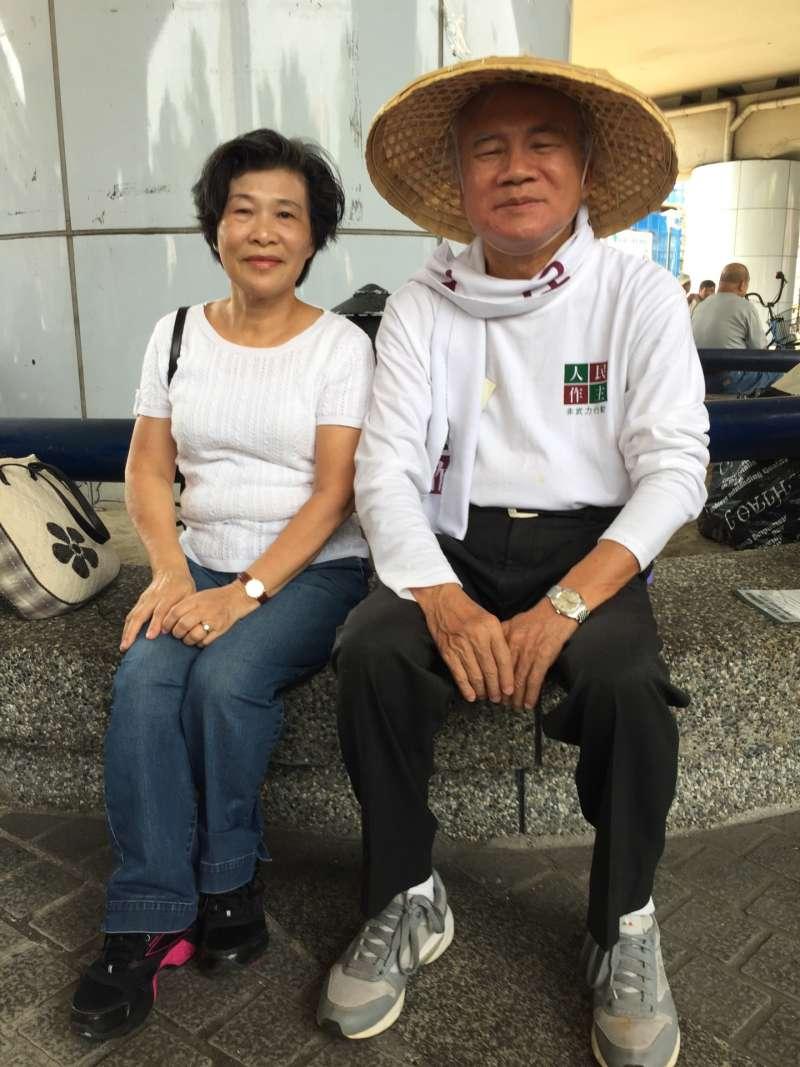 20200105-民進黨在汐止地區基層的重量人士潘美華(左),生前出錢出力替多位參選的民進黨人奔走過。(民進黨人士提供)