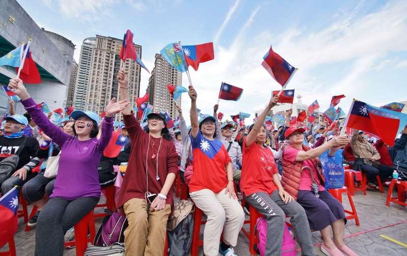 20200105-立委柯志恩5日舉行造勢活動,國民黨與韓國瑜支持者出席踴躍。(盧逸峰攝)