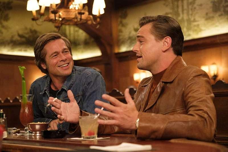 《從前,有個好萊塢》成本屆金球獎最大贏家,李奧納多·狄卡皮歐、布萊德·彼特在片中互飆演技。(圖/IMDb)