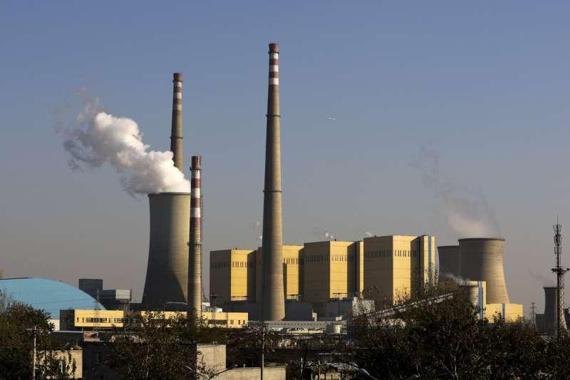日本對進口煤炭與天然氣的依賴遭到國際社會越來越多的批評(美聯社)
