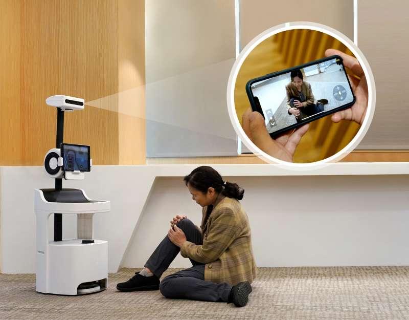工研院研發「PECOLA樂齡陪伴機器人」,不僅能辨識分析老人的生活狀況、飲食起居,還可透過影像跌倒偵測技術來偵測老人跌倒的情況並發出通報。(圖/工研院提供)
