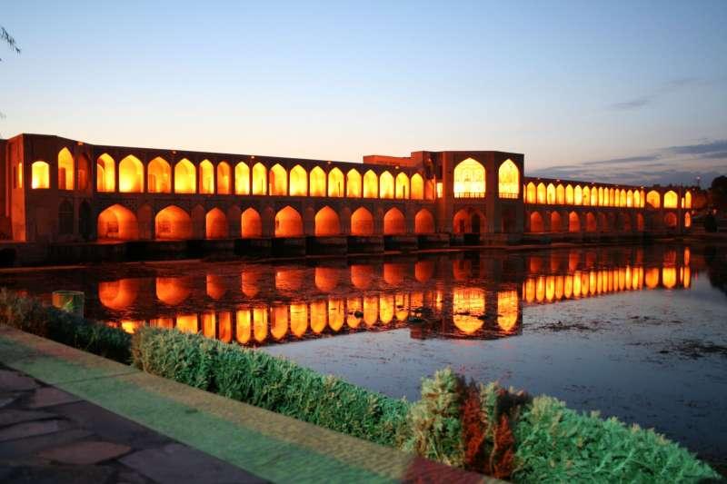郝久古橋(Khaju Bridge)。(Gire 3pich2005@Wikipedia / Public Domain)