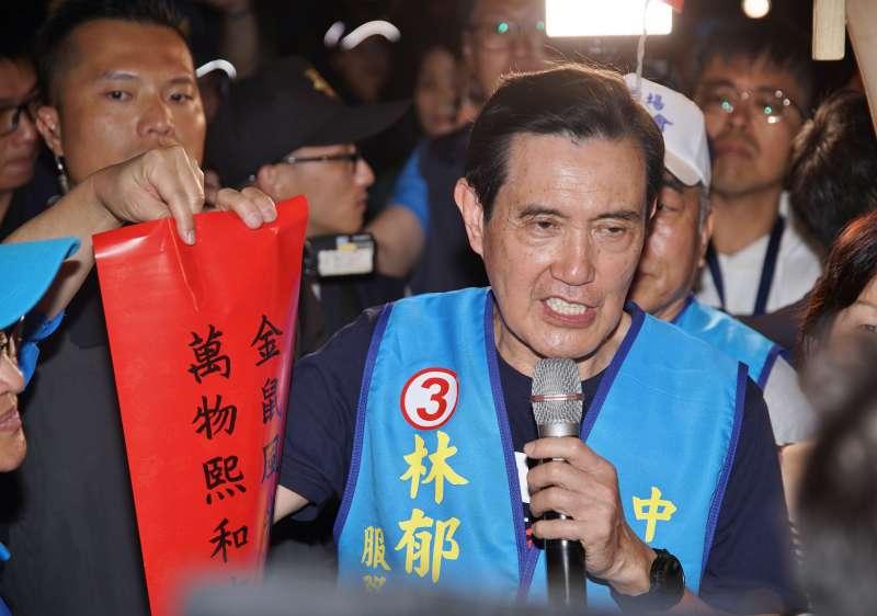 20200107-前總統馬英九7日陪同立委參選人林郁方於南機場夜市掃街拜票。(盧逸峰攝)