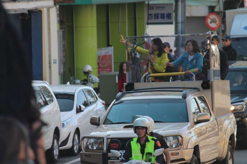 20200108-總統蔡英文8日下午陪同立委參選人洪慈庸到神岡區進行車隊掃街。(黃信維攝)