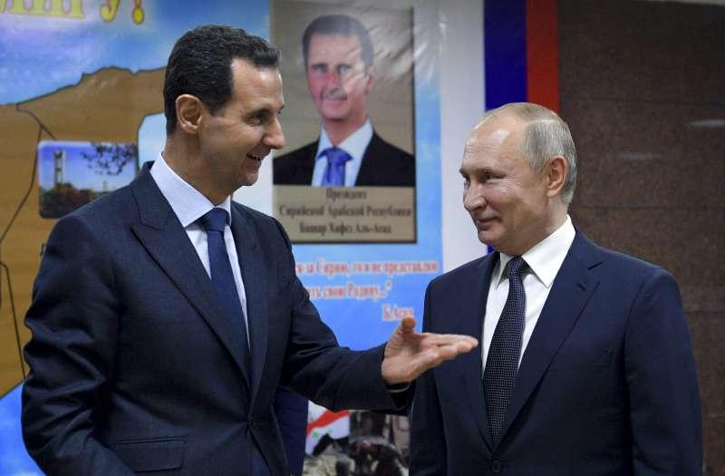2020年1月7日,俄羅斯總統普京(右)造訪敘利亞大馬士革,與敘國總統阿塞德(左)會面。(美聯社)