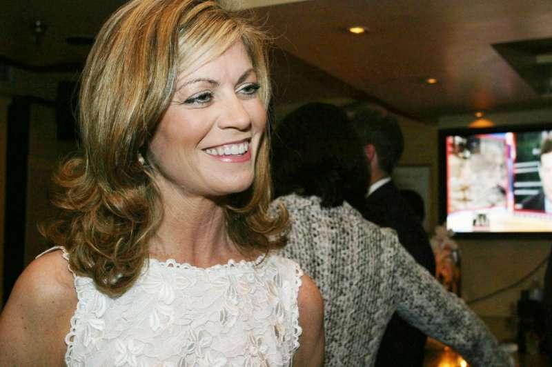 福斯新聞前員工蘿莉.盧恩(Laurie Luhn)曾被迫為艾爾斯提供性服務長達20年。(圖/取自網路)