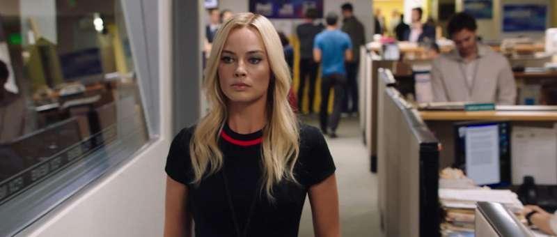 瑪格.羅比(Margot Robbie)飾演的年輕女記者凱拉.波斯皮爾(Kayla Pospisil)雖為虛構角色,卻深刻凸顯女性面對職場性騷擾的艱困。(圖/IMDb)