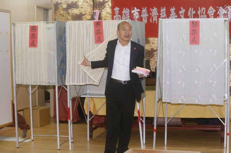 國民黨總統候選人韓國瑜11日一早在高雄投票。(記者聯誼會提供)