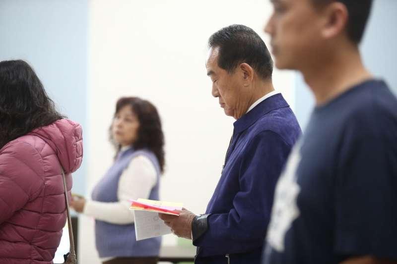 20200111-親民黨總統候選人宋楚瑜11日至投票所投票。(親民黨提供)
