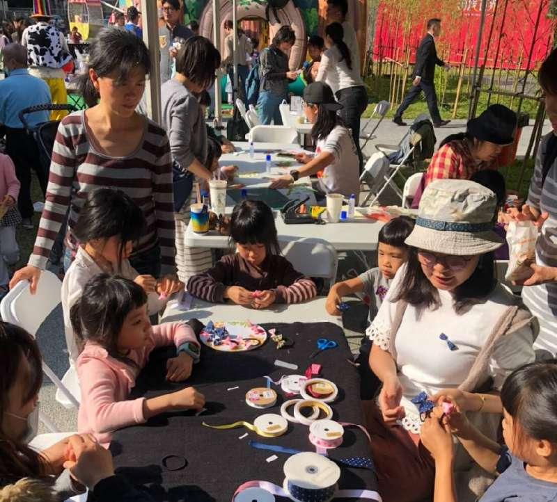 舉辦歡樂親子園遊會封館日活動。(圖/徐炳文攝)