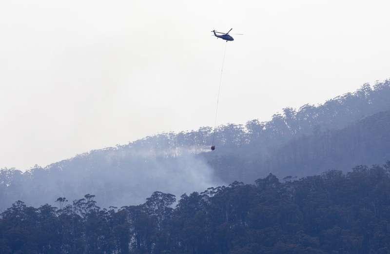 澳洲野火延燒,當局動員逾500架飛機救火。(美聯社)