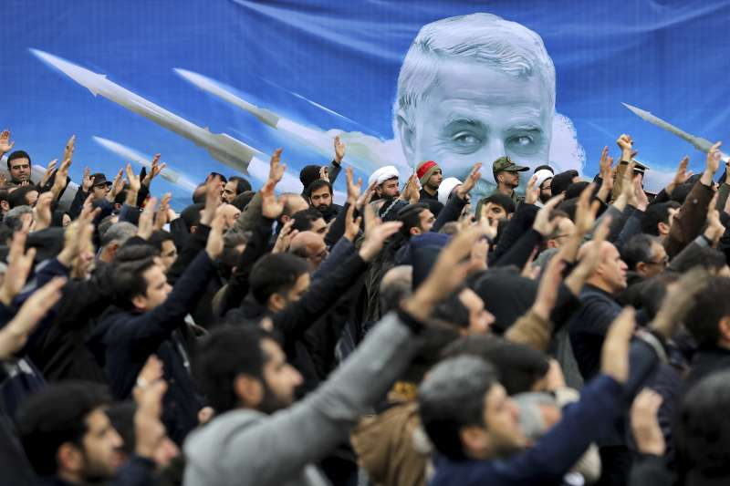 川普下令擊斃伊朗「聖城軍」司令蘇萊曼尼,再為美國與伊朗的緊張關係添柴加薪。(AP)