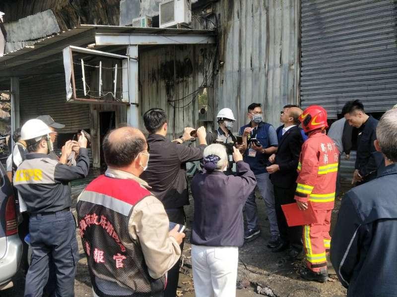 高雄市長韓國瑜趕赴楠梓火警關心救災狀況和進度。(圖/徐炳文攝)
