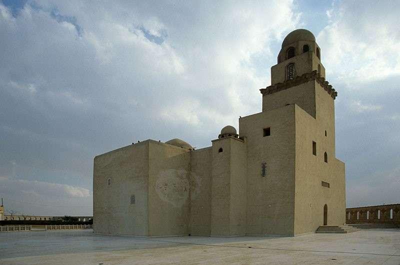 """拜德爾於1085年在開羅建成的""""軍隊清真寺""""(Juyushi Mosque,阿拉伯語:الجامع الجيوشى)(圖源/Roland Unger)"""
