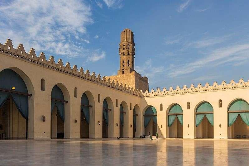 法蒂瑪王朝時建立的開羅哈基姆清真寺(Mosque of al-Hakim)(取自維基百科)
