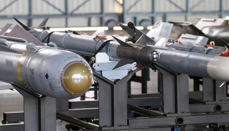 20200115-國防部15日於空軍嘉義第四聯隊展示「鳳展專案」執行的成果,AIM-9X響尾蛇短程空對空飛彈首度對外陳展。(蘇仲泓攝)