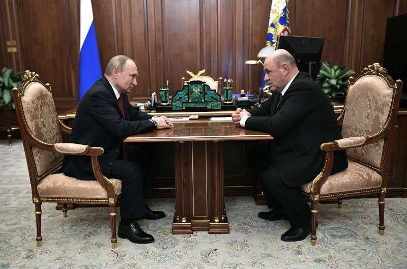 2020年1月15日,俄羅斯總統普京(Vladimir Putin)與新任總理米修斯廷(Mikhail Mishustin)(AP)
