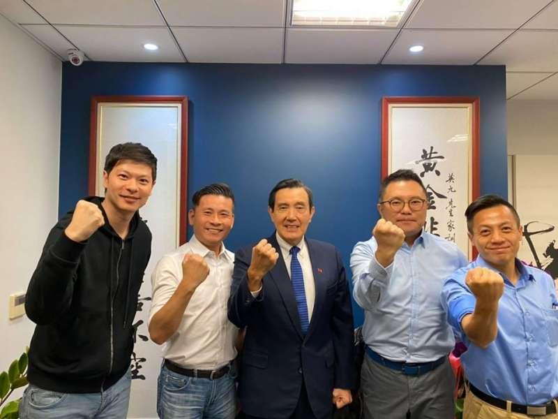 台北市議員張斯綱、戴錫欽、李明賢、李柏毅拜訪前總統馬英九,請教「92共識」的真正內涵。(取自張斯綱臉書)