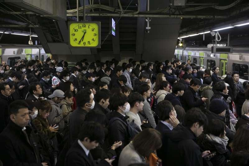 日本、集體主義、電車、上班族(AP)