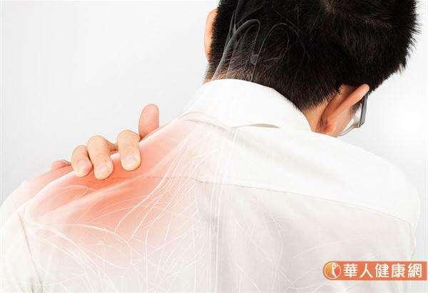 根據臨床統計,每10人就有6人有頸椎病。(圖/華人健康網)