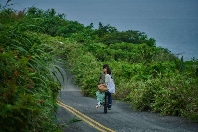 謝博安騎單車載柯佳嬿,《你的情歌》浪漫東海岸之旅竟遇崩塌斷崖 (圖/甲上娛樂)