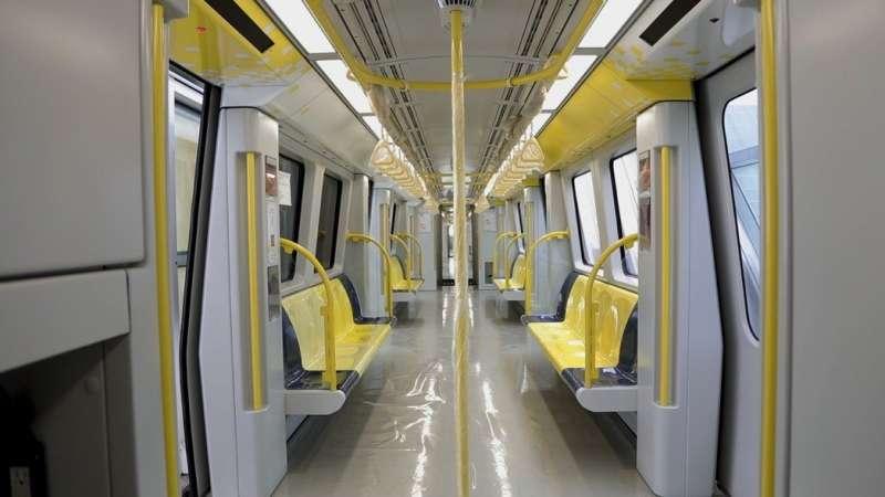環狀線第一階段即將開放試乘,由法國藝術家操刀設計車廂,以黃色為主設計。(圖/ 新北捷運局粉專)