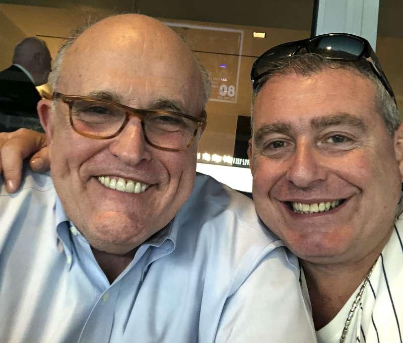 美國總統川普「烏克蘭門」醜聞關鍵人物朱利安尼(Rudolph Giuliani)與帕納斯(Lev Parnas)(AP)