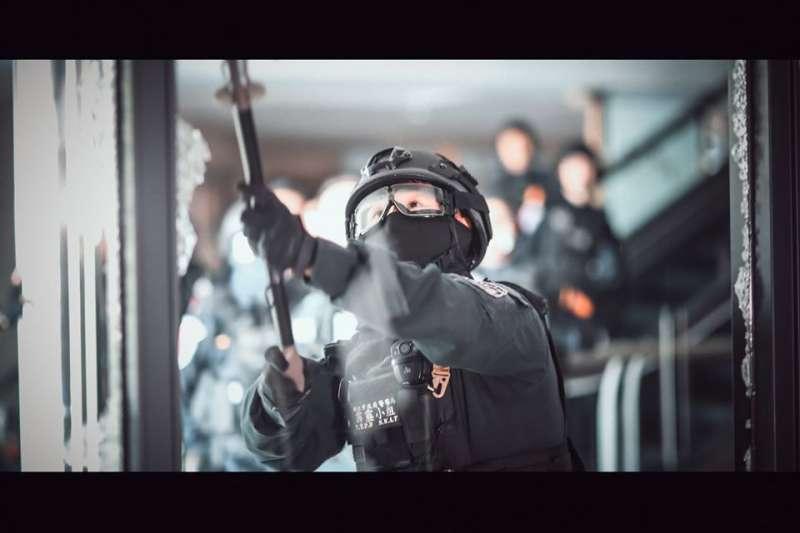 20200118-警方4支特勤隊日前在已宣告停止營業的京華城舉行大規模反恐演習。圖為新北市霹靂小組。(取自NPA署長室臉書)