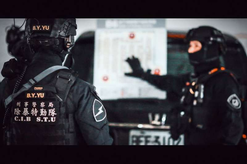 20200118-警方4支特勤隊日前在已宣告停止營業的京華城舉行大規模反恐演習。圖為除暴特勤隊。(取自NPA署長室臉書)