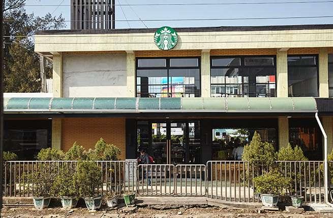 新竹新豐門市,保留車站樣貌。(圖/星巴克官網)