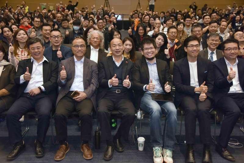 高雄市長韓國瑜與副市長葉匡時出席,一同探討創業與全球市場趨勢等議題。(圖/徐炳文攝)