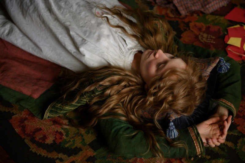 經典文學名著《小婦人》改編電影《她們》中,瑟夏羅南在劇中飾演女主角喬(圖/IMDb)