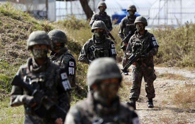 波斯灣戰雲密布,南韓派遣清海部隊前往波斯灣的荷莫茲海峽。圖為南韓軍隊。(AP)