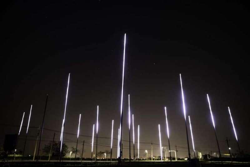 04瑞士藝術家Encor的〈變幻無常〉(Erratic)則是帶來特別的聲光體驗,以刻意打造的鏡像效果,感受不斷變化的無常。(圖/城市美學新態度)