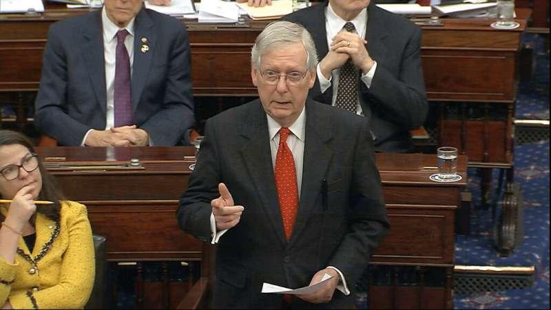 美國總統川普解職大審21日展開,參議院共和黨領袖麥康奈爾發言畫面。(AP)