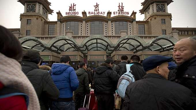 2016年1月30日,在北京站準備返鄉過年的人流。(自由亞洲電台/AP)